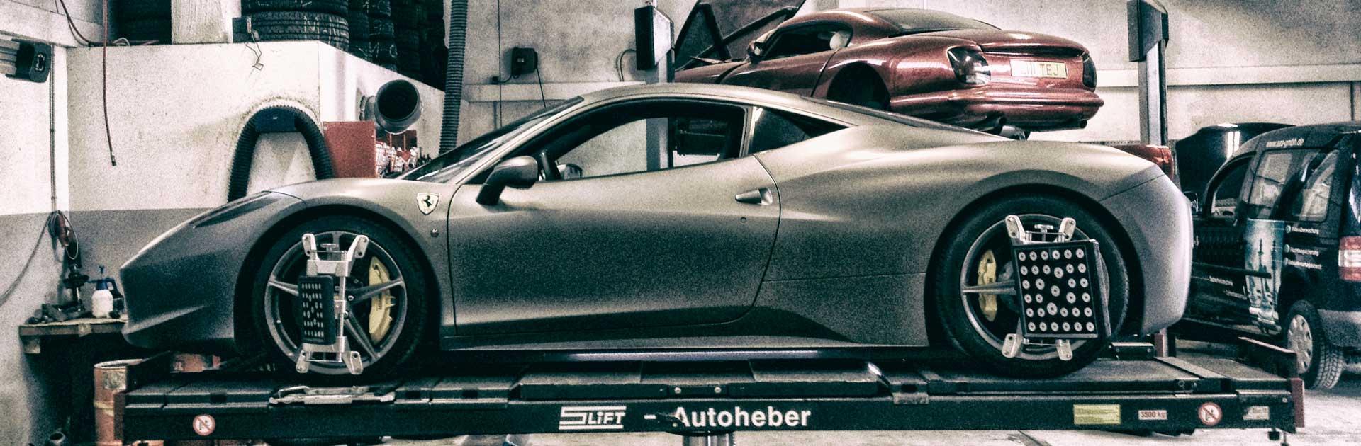 Ferrari_auf_der_Buehne